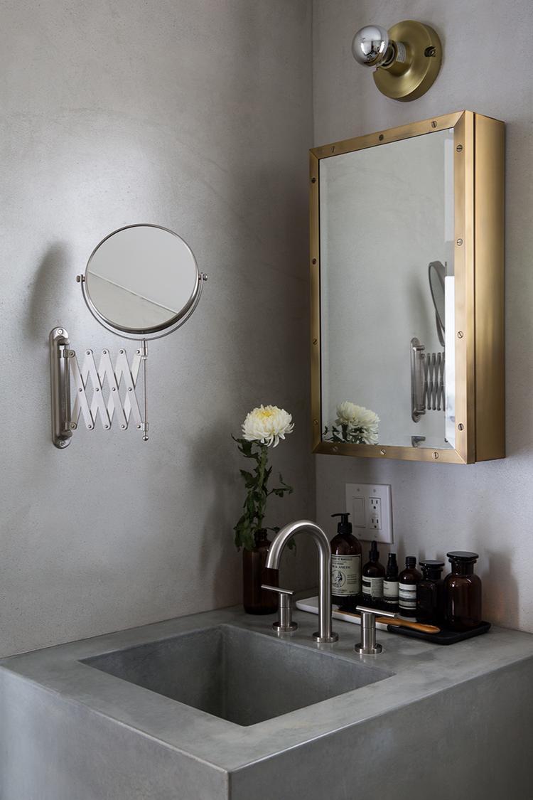 betonlook voor een strakke badkamer mooi in binatie met de