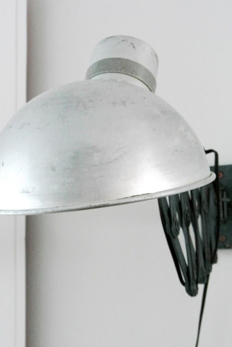 Oude industriele schaarlamp. Kijk voor meer inspiratie voor een ...