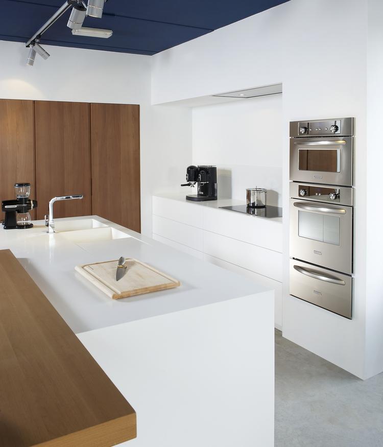 Keuken modern wit hout hoogglans keukens modern strak en chique kastenwand - Keuken wit hout ...
