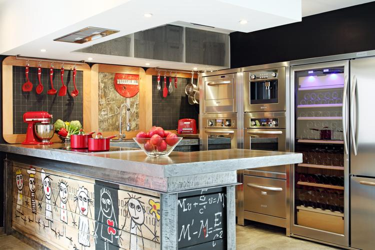 Industriële keuken met rvs apparatuur van kitchenaid in deze