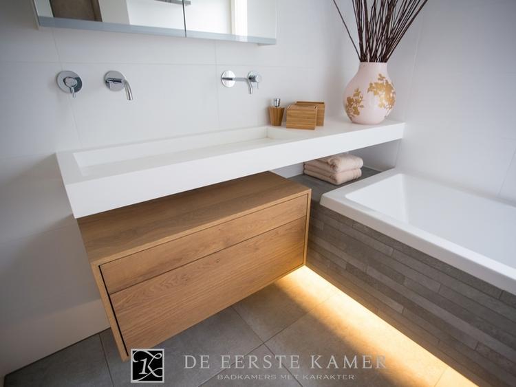 Moderne badkamer met tegels en hout de eerste kamer badkamers