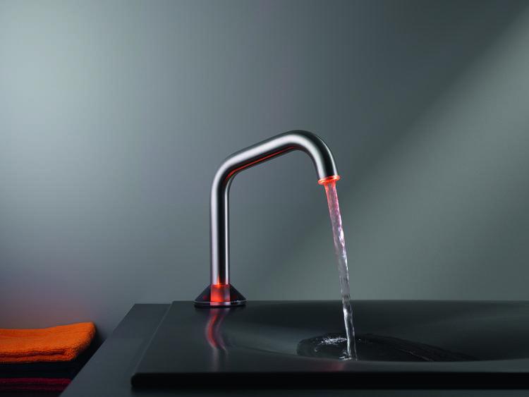 moderne wastafelkraan kwc uso met led verlichting wastafelkranen uit de serie uso van kwc zijn voorzien van sensortechnologie de kraan reageert op een