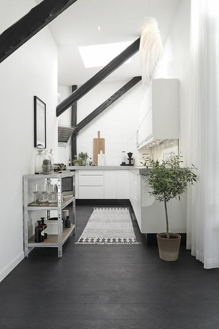 Scandinavisch industrieel interieur hal entree wit zwart rustig ...
