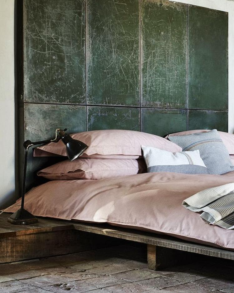 lieflijk industrieel roze pastel beton grijs slaapkamer