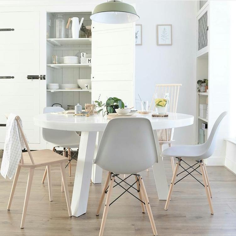 Ronde Houten Tafel Met Witte Poten.Ronde Eettafel Mix Van Stoelen Kast Van Silo 6