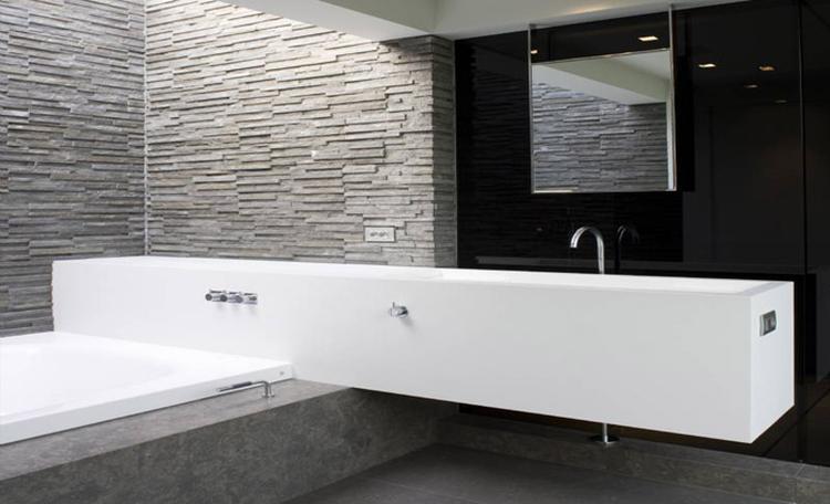 Zwevend badkamermeubel op het bad foto geplaatst door kh op
