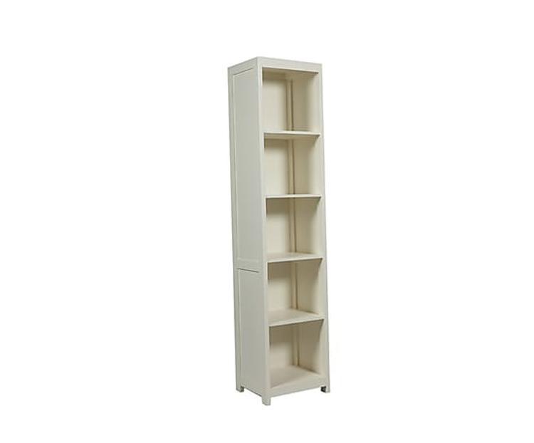 smalle hoge boekenkast. Foto geplaatst door martinamaria op Welke.nl