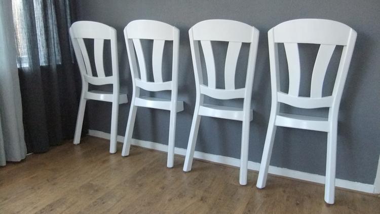 https://cdn4.welke.nl/cache/crop/750/auto/photo/39/24/56/Dressboy-of-Dresschair-Ruimtebesparend-en-snel-kleding-ophangen.1446391244-van-Meubelfit.jpeg