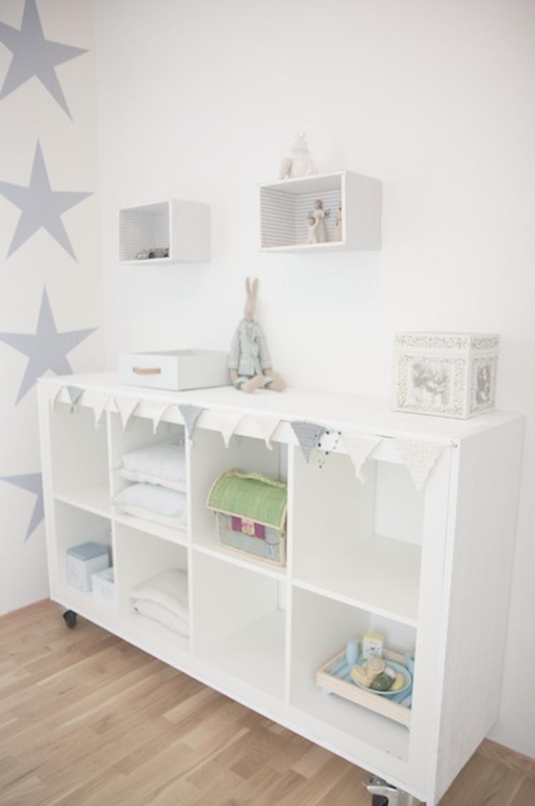 babykamer met sterren, ikea kast als commode. foto geplaatst door, Deco ideeën