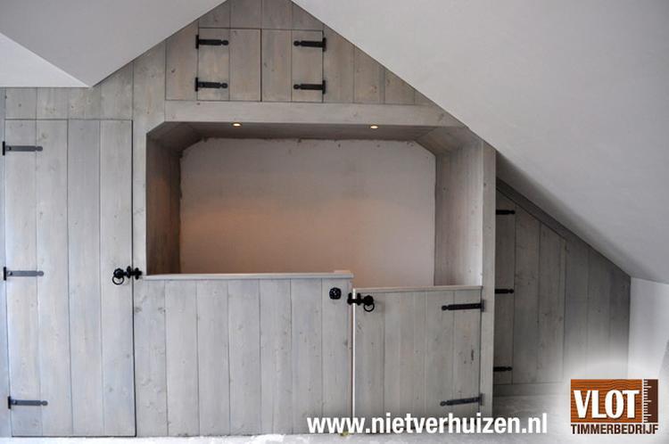 Idee voor het opknappen van de zolder met extra bergruimte.. Foto ...