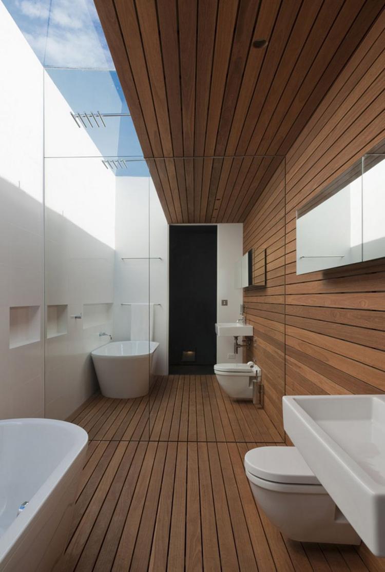 Moderne badkamer met hout . Foto geplaatst door wittekoppeke op Welke.nl