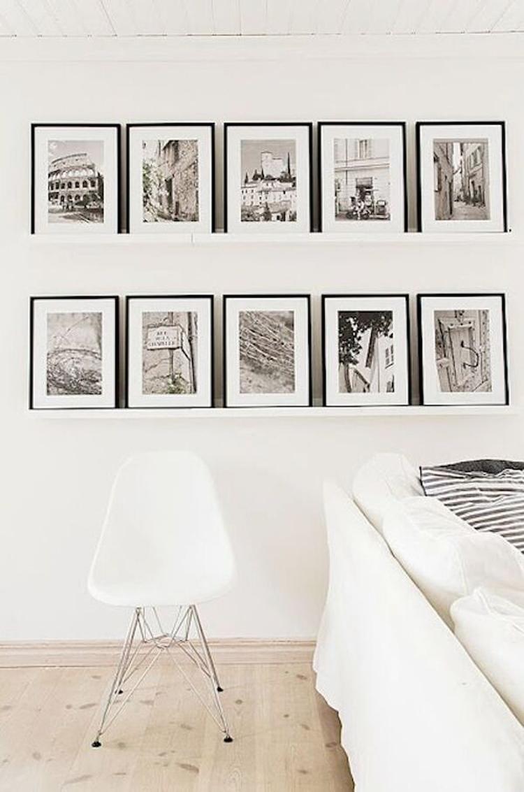 Witte Planken Aan De Muur.Stijlvolle Zwarte Lijsten Op 2 Planken Aan De Muur De Gelijke