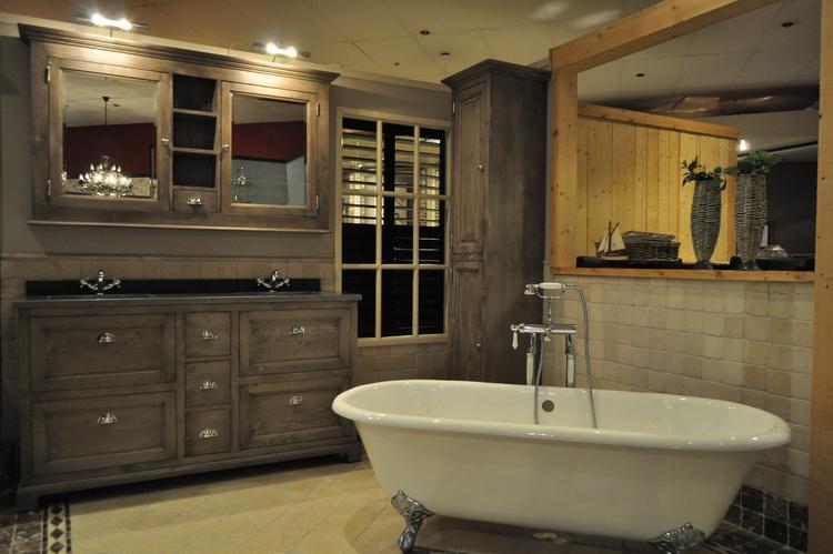 Van Heck Badkamers : New traditional meubel 160 cm in woodwash. met gefrijnd graniet blad