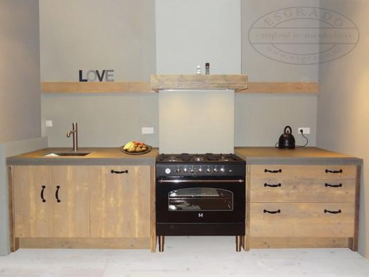 Keuken Landelijke Stijl : Keuken landelijke stijl met landelijk fornuis foto geplaatst