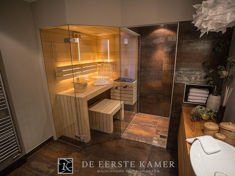 De Eerste Kamer) Heerlijk het genot van een sauna in de badkamer ...