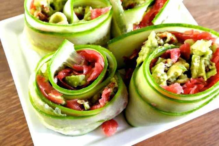 Bekend Makkelijk maar lekker (gezond) hapje met komkommer en guacamole  NK84