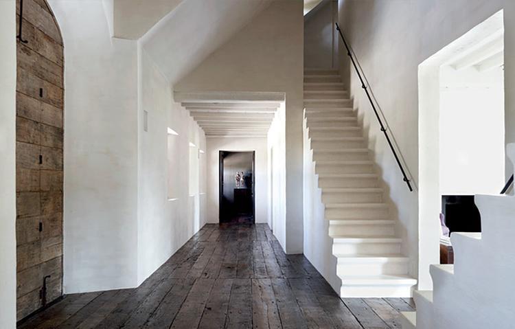 Geliefde Grote hal met donkere houten vloer. . Foto geplaatst door rvg2011 @KM82