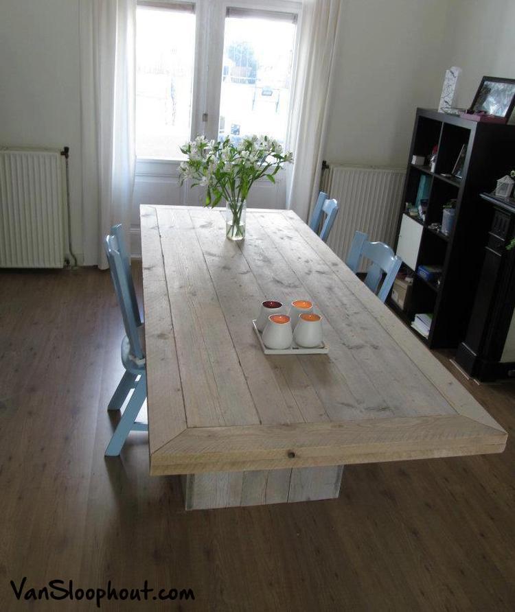 Mooie Steigerhouten Eettafel.Mooie Grove Tafel Van Steigerhout Geeft Een Landelijke Sfeer