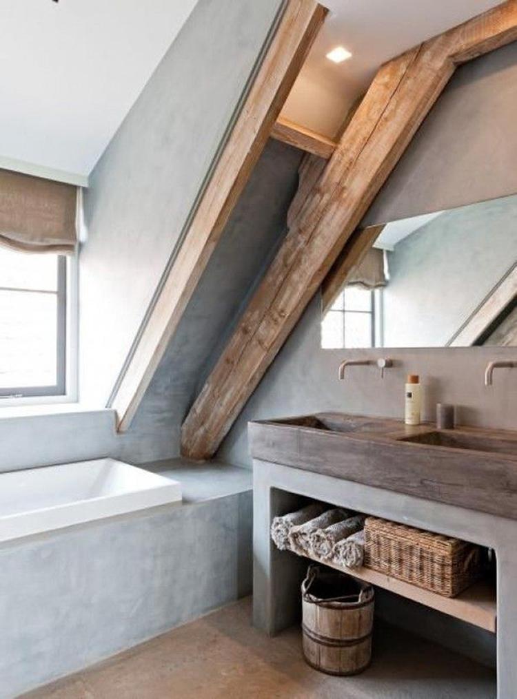 Stoere, landelijke badkamer met beton en houten balken. Mooi ...