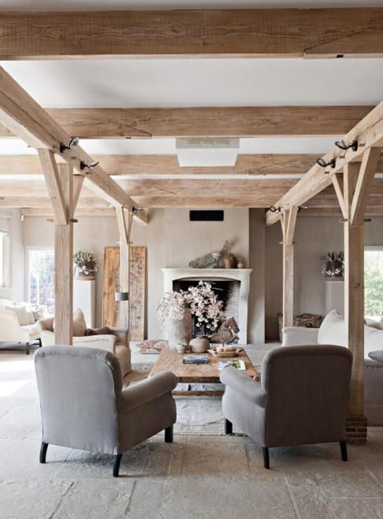 Mooie, sfeervolle, landelijke woonkamer met zithoek gecreëerd ...