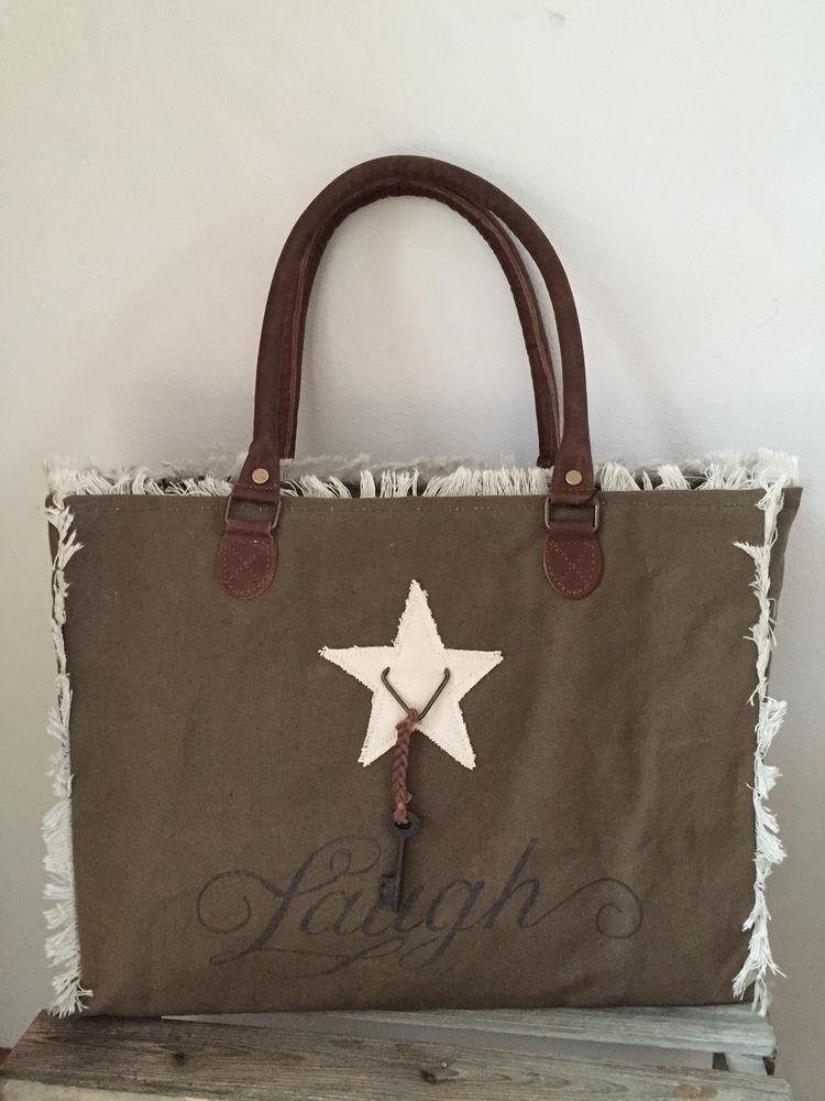 c22fad513fa Carnvas tas met lederen hengsels van Colmore by Diga pinlake lodge met  rafel kleur army kleurig sluit met rits Gemaakt van mooi doorleefd canvas  ...