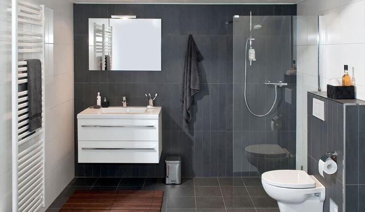 Badkamer Douche Vloeren : Inloopdouche creëert ruimtelijk gevoel de inloopdouche in deze