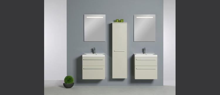 Smalle wastafels en kasten voor optimaal gebruik van de ruimte. In ...