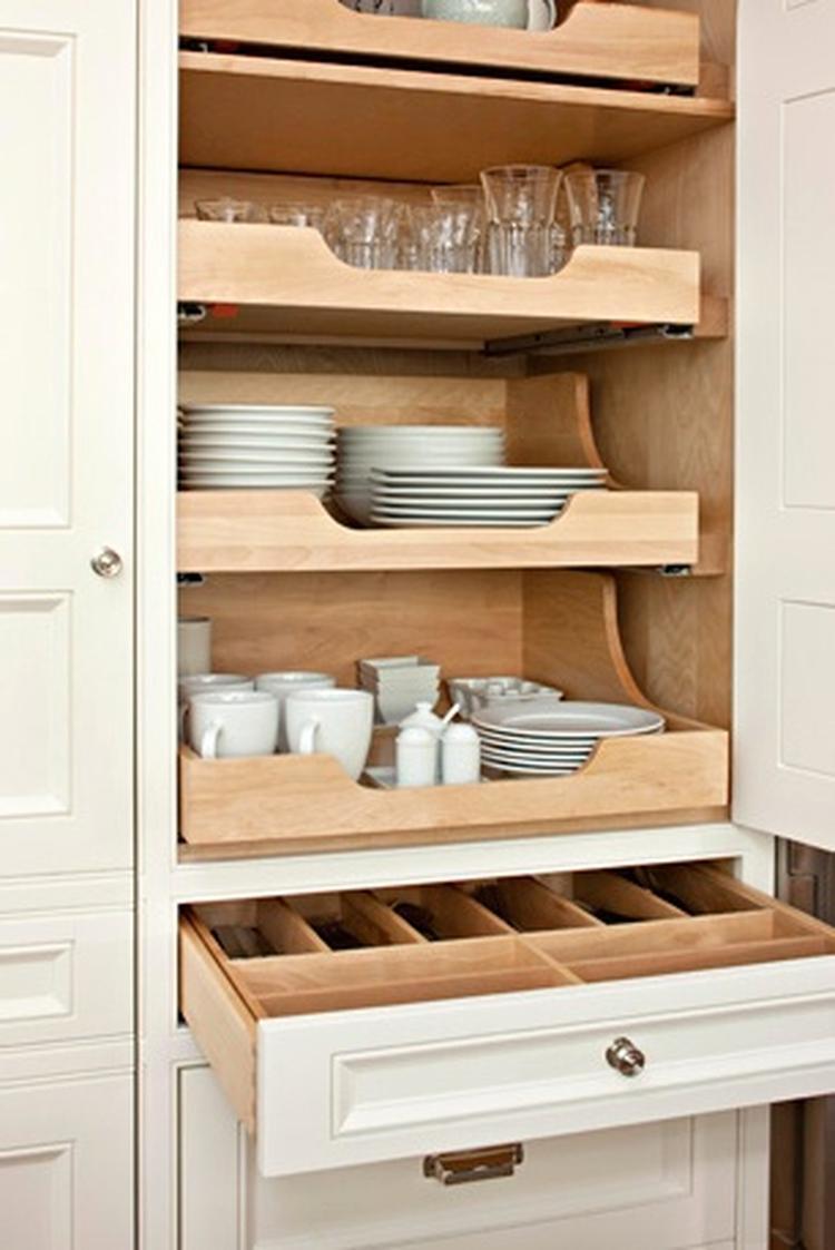 Praktische indeling van keukenkast met overzichtelijke laden ...