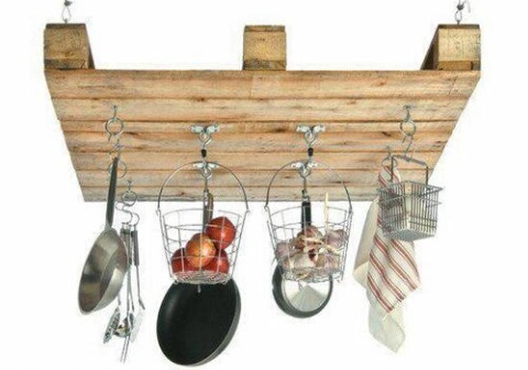 Keuken Opbergen Organizers : Pallet als pannenhanger organizer. een leuke blikvanger in de keuken
