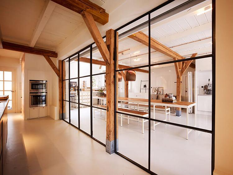 Afscheiding Woonkamer Compleet : Stalen kozijnen mooie afscheiding tussen keuken en woonkamer