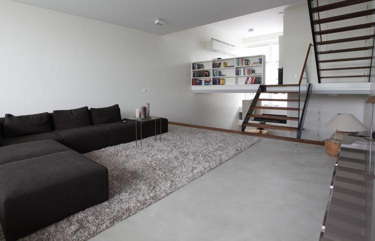Gietvloer In Woonkamer : Woonbeton cementgebonden gietvloer woonkamer. cementgebonden