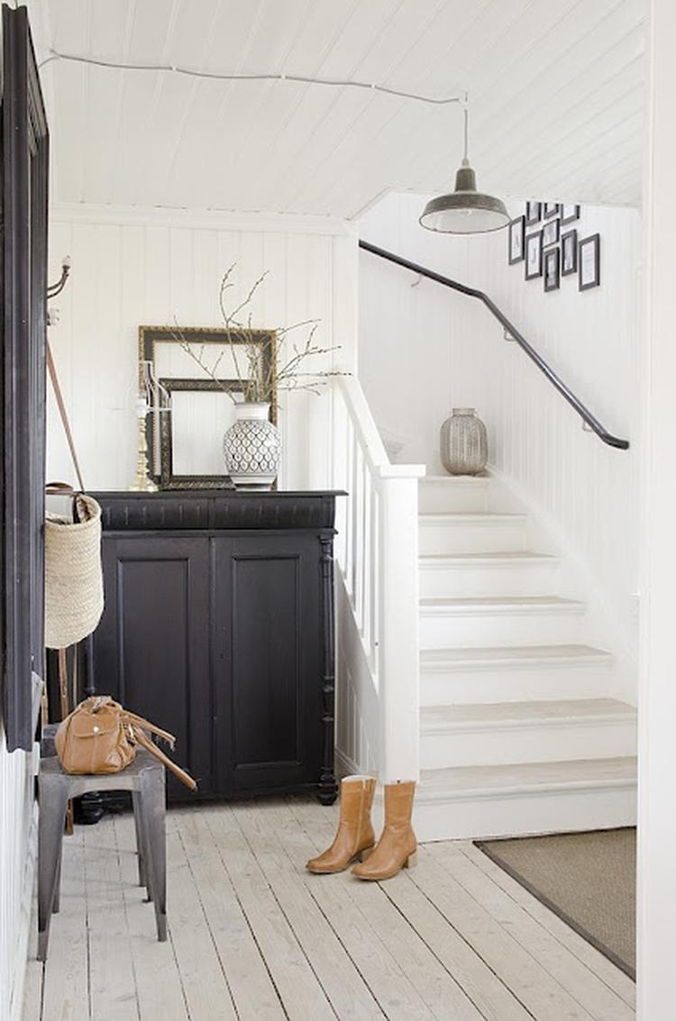 Kast met spiegeltjes storemax inspiratie how to beauty ovale spiegel eq interieur - Witte houten trap ...