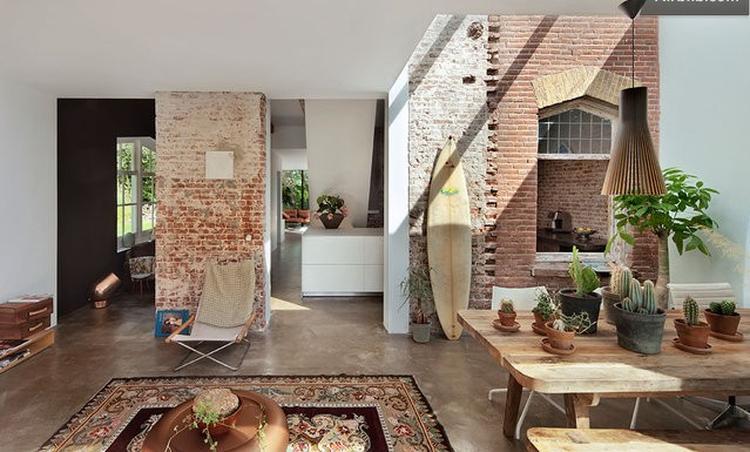 mooi eclectisch interieur, oud spoorhuisje met moderne uitbouw. Foto ...