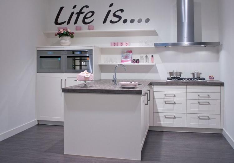 Leuke opstelling voor kleine keuken foto geplaatst door stef op
