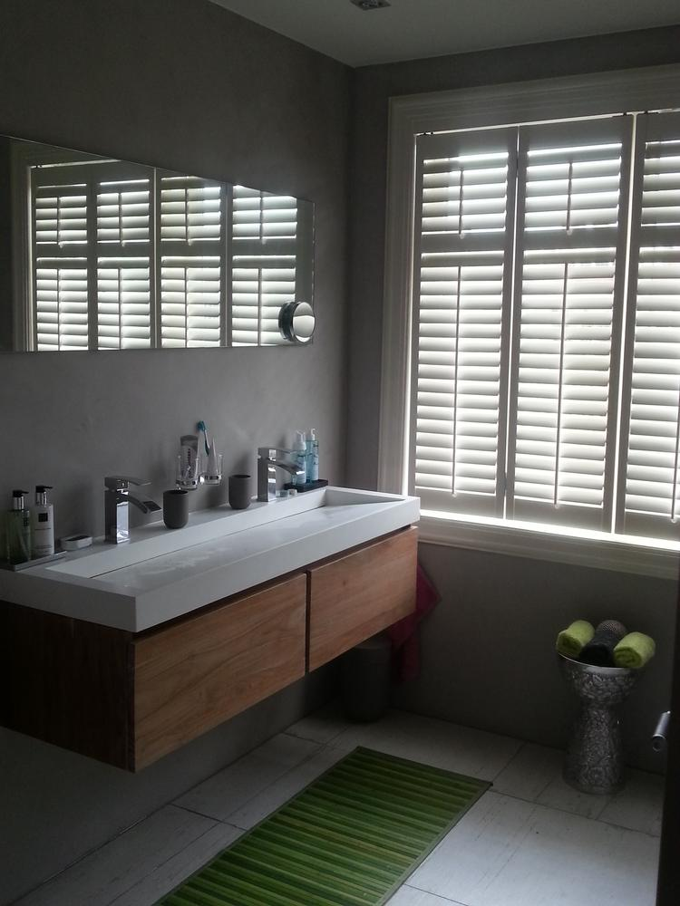 houten badkamermeubel met solid surface wastafel van djati badkamers keukens