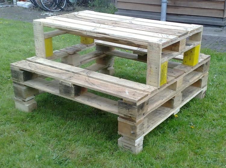 Fabulous Een picknicktafel van pallets........lakje erover en klaar!. Foto @YP86