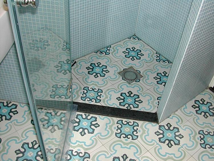 Cementtegels In Badkamer : Frisse cementtegels voor in de badkamer of wc. foto geplaatst door