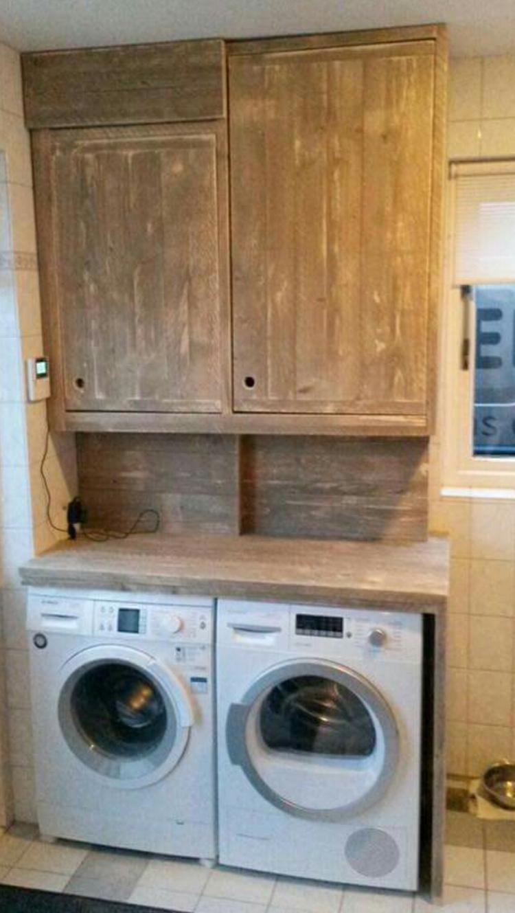 Wasmachine En Droger In Kast Verwerkt Foto Geplaatst Door