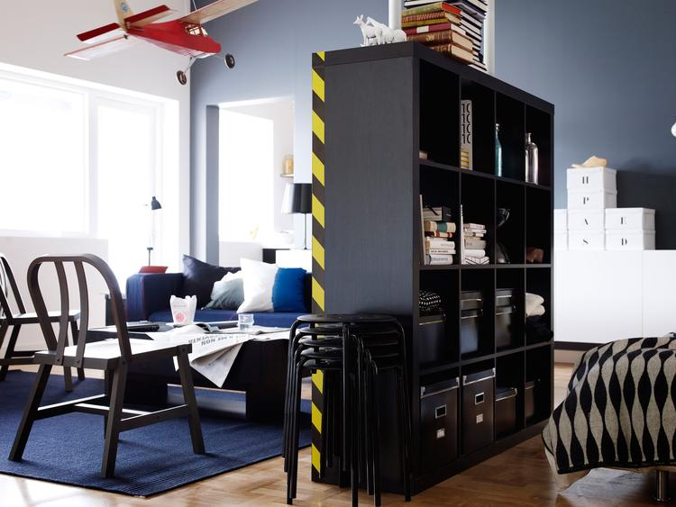 Expedit kast van Ikea als roomdivider. Wil je een deel van de kamer ...
