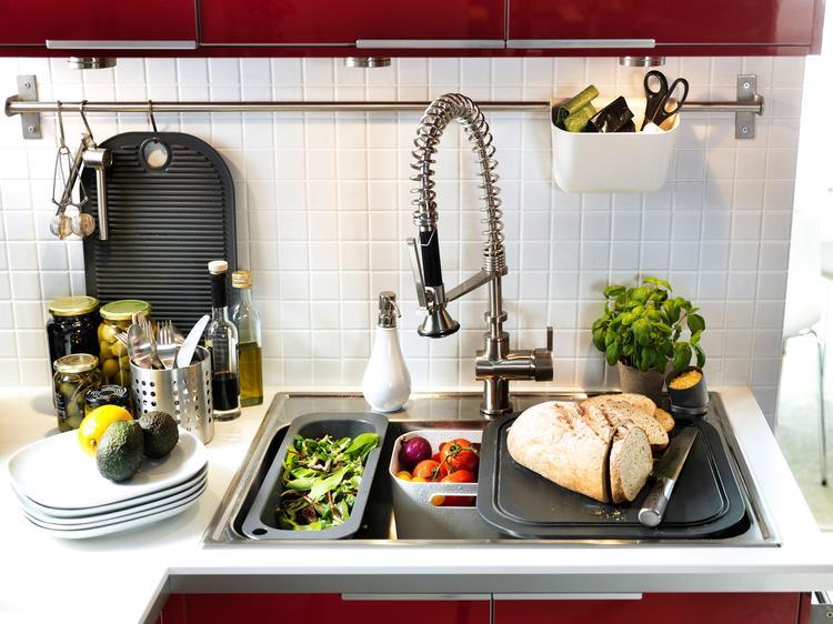 Meer Werkruimte Door Snijplank Op De Spoelbak In De Keuken Heb Je