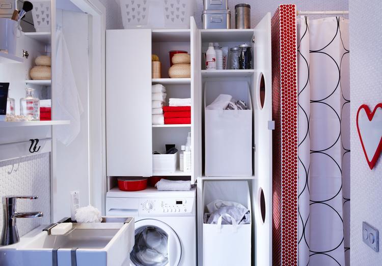 Opbergruimte in de badkamer met Ikea Lillangen. In plaats van een ...