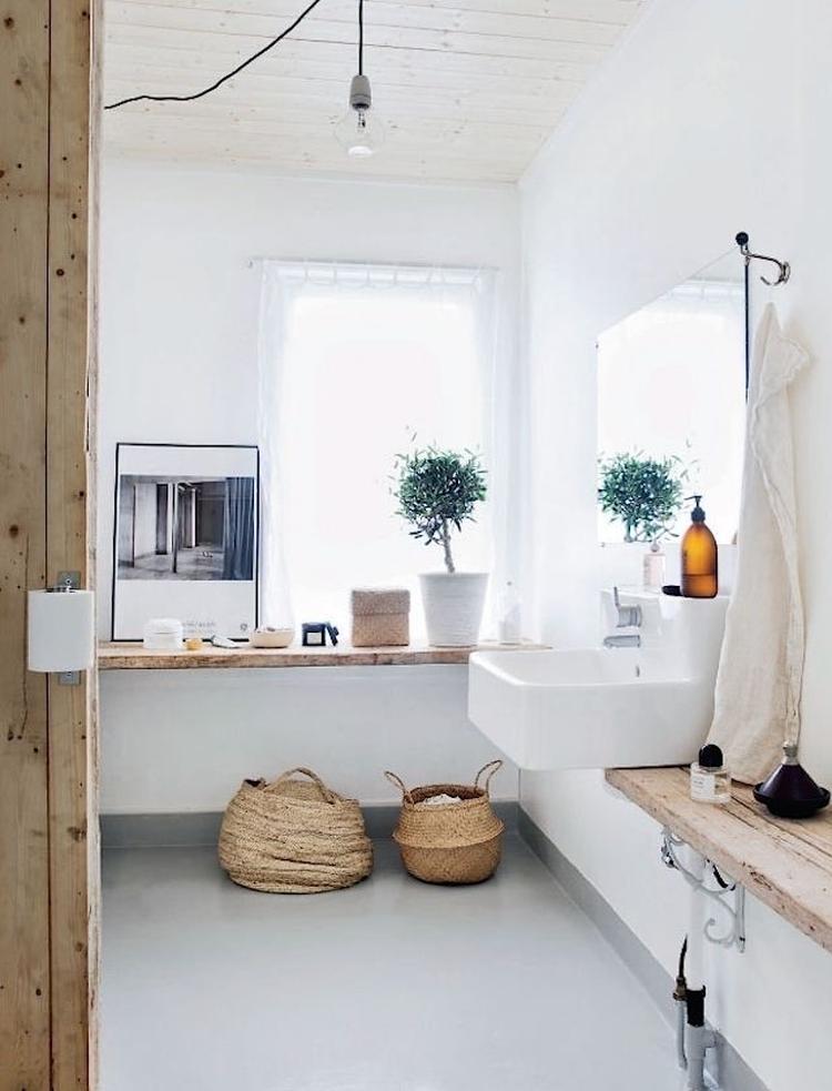 Badkamer wit hout. Foto geplaatst door ChrisV1 op Welke.nl