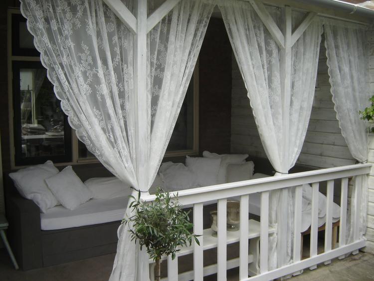 Wat leuk voor de veranda: Ikea-gordijnen die ook nog eens de muggen ...