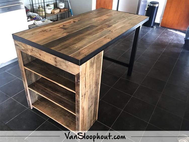 Keuken tafel met opbergvakken van eiken sloophout erg handig