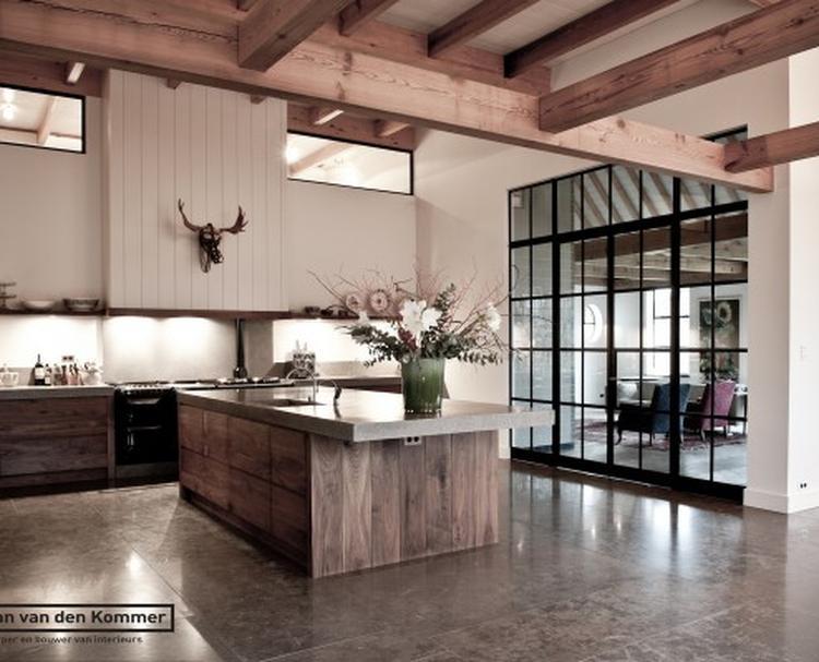 Keuken met natuurlijke materialen en kleuren.. foto geplaatst door