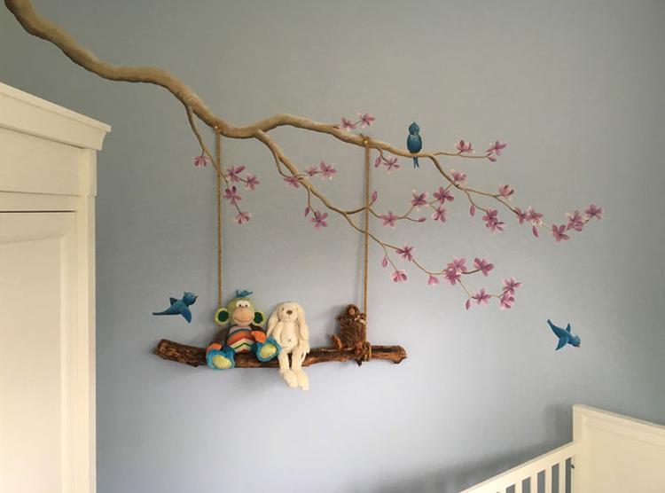 Schommel In Kinderkamer : Bloesem muurschildering met schommel voor in de babykamer van een