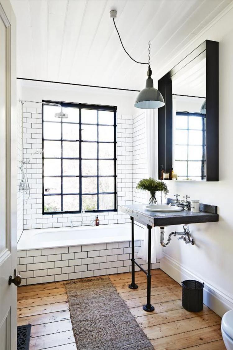 Industriële badkamer met oude houten vloer. Foto geplaatst door ...