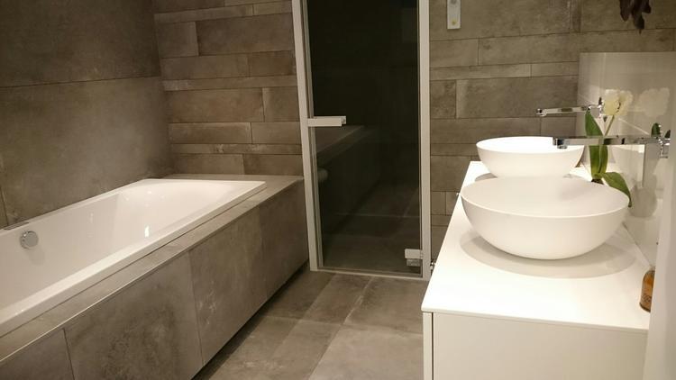 Badkamermeubel Met Stoomdouchecabine : Je badkamer worden een ware wellness belevenis met deze