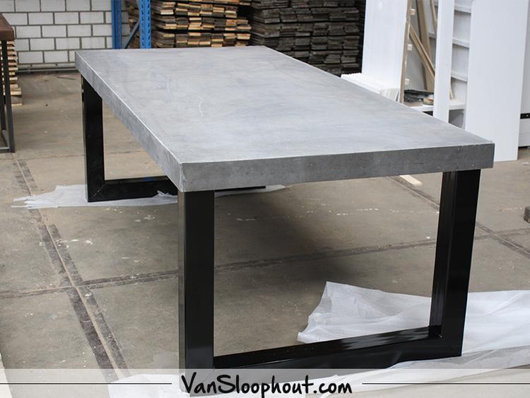 Beton Tafel Buiten : Beton nero tafelblad met een u frame gepoedercoat zwart ideale