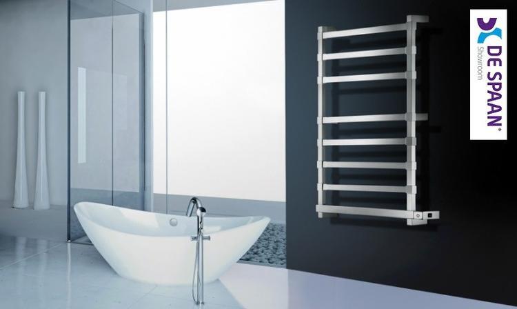 Artistiek Designradiator Badkamer : Strak stucwerk modern vrijstaand bad en een design radiator van